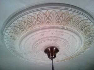 Ручное золочение потолочного плафона